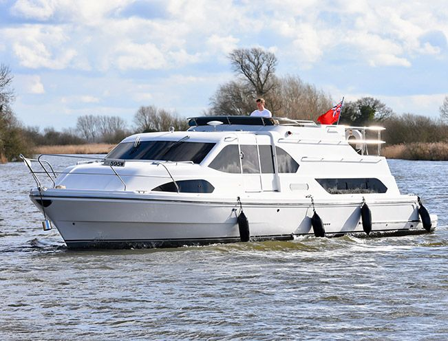 moneypenny broads charter boat