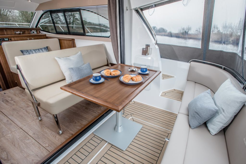 New Haines 32 Offshore For Sale Image 4