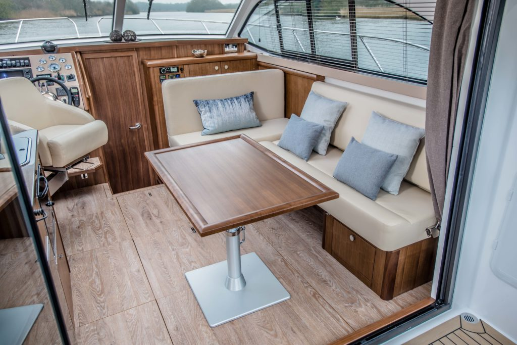 New Haines 32 Offshore For Sale Image 3