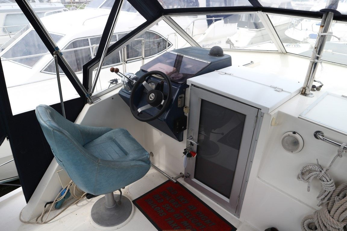 Upper helm to port