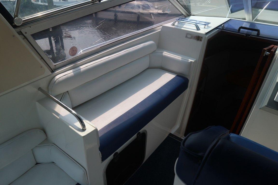 Cockpit passenger seating