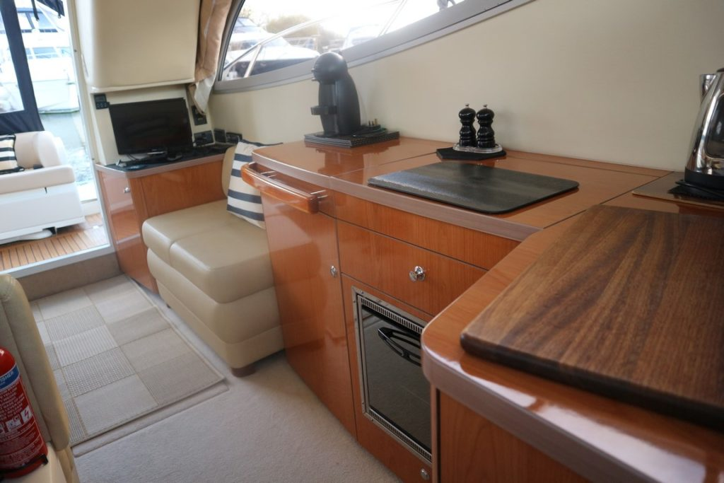 Sealine F34 For Sale Image 9
