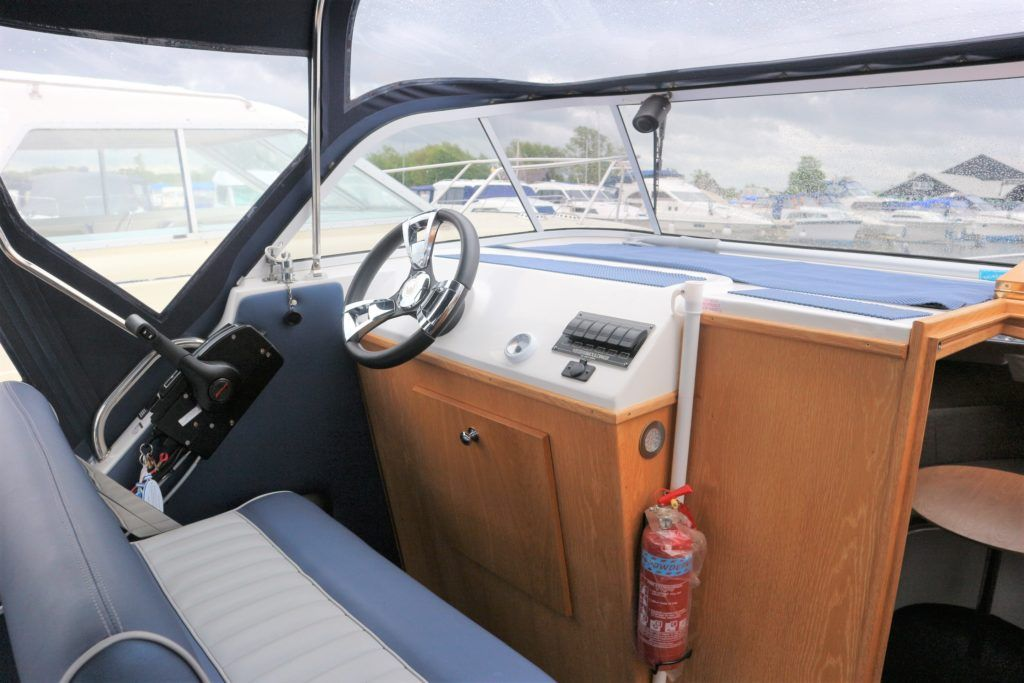 Viking 255 Wide Beam For Sale Image 18