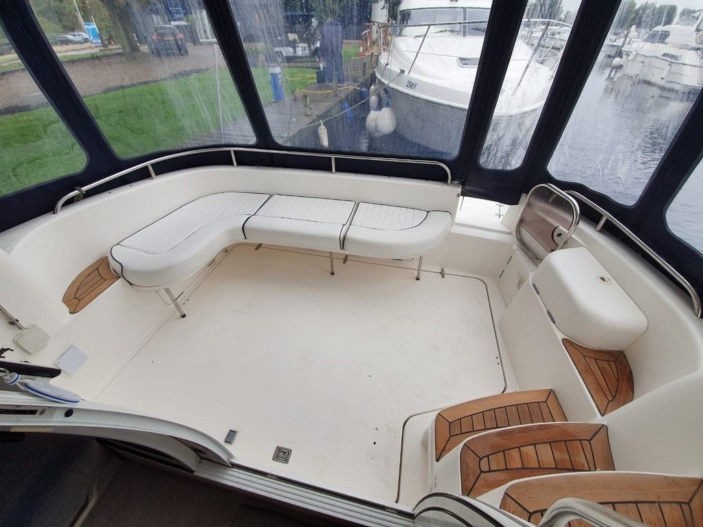 Sealine F33 For Sale Image 2